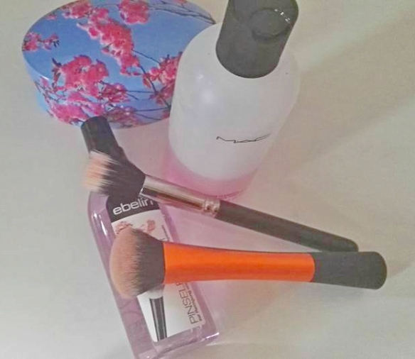 makeupbrushes_cleansers.jpg